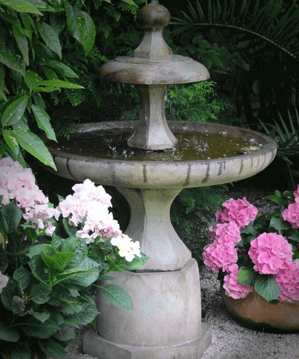 Gartenbrunnen / English Garden Fountain Www.outdoor Brunnen.de #Fountains  #Gartenbrunnen #Garten