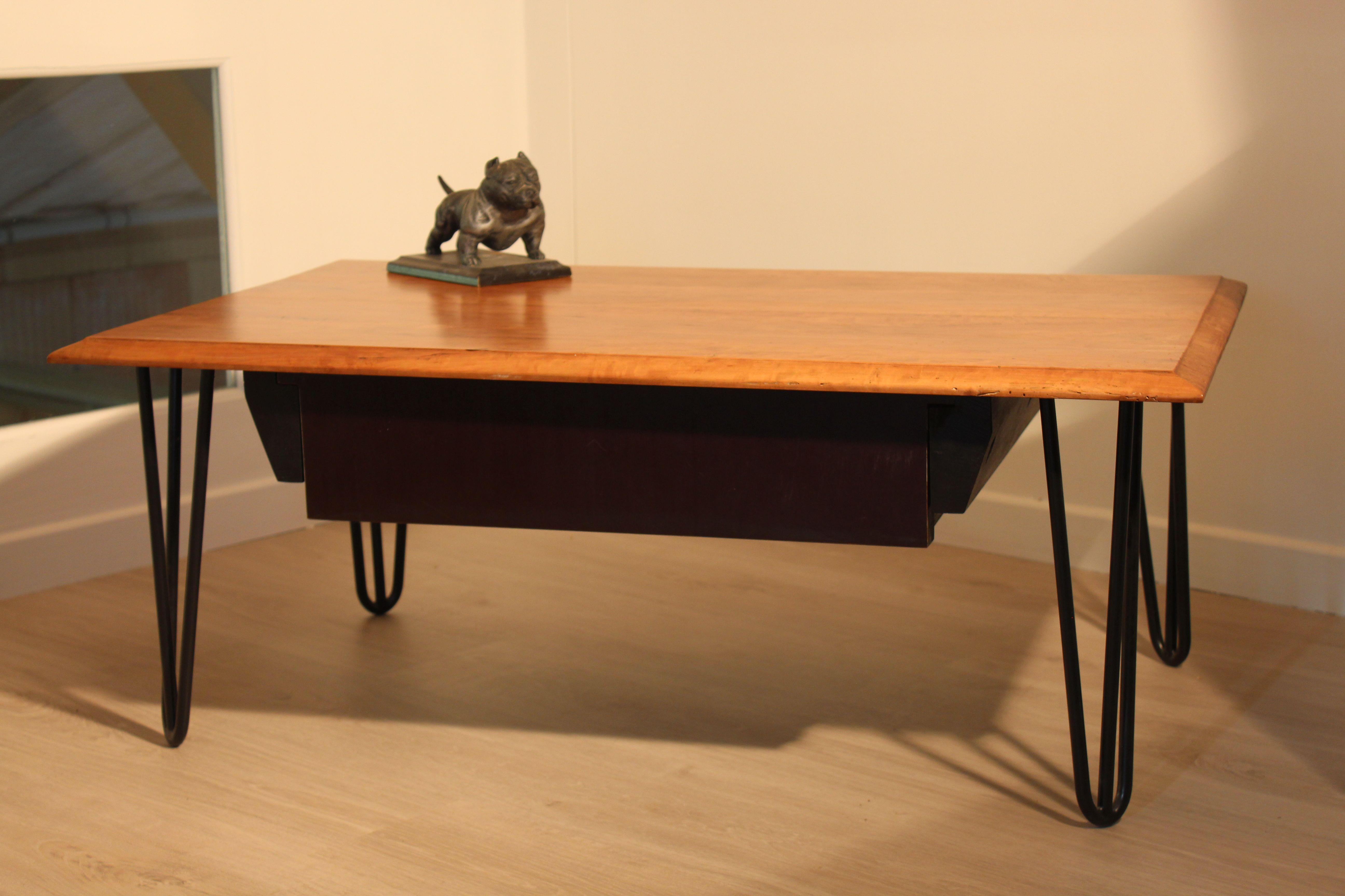 Bureau Frene Noir : Plateau en poirier d un ancien bureau piétement en épingle
