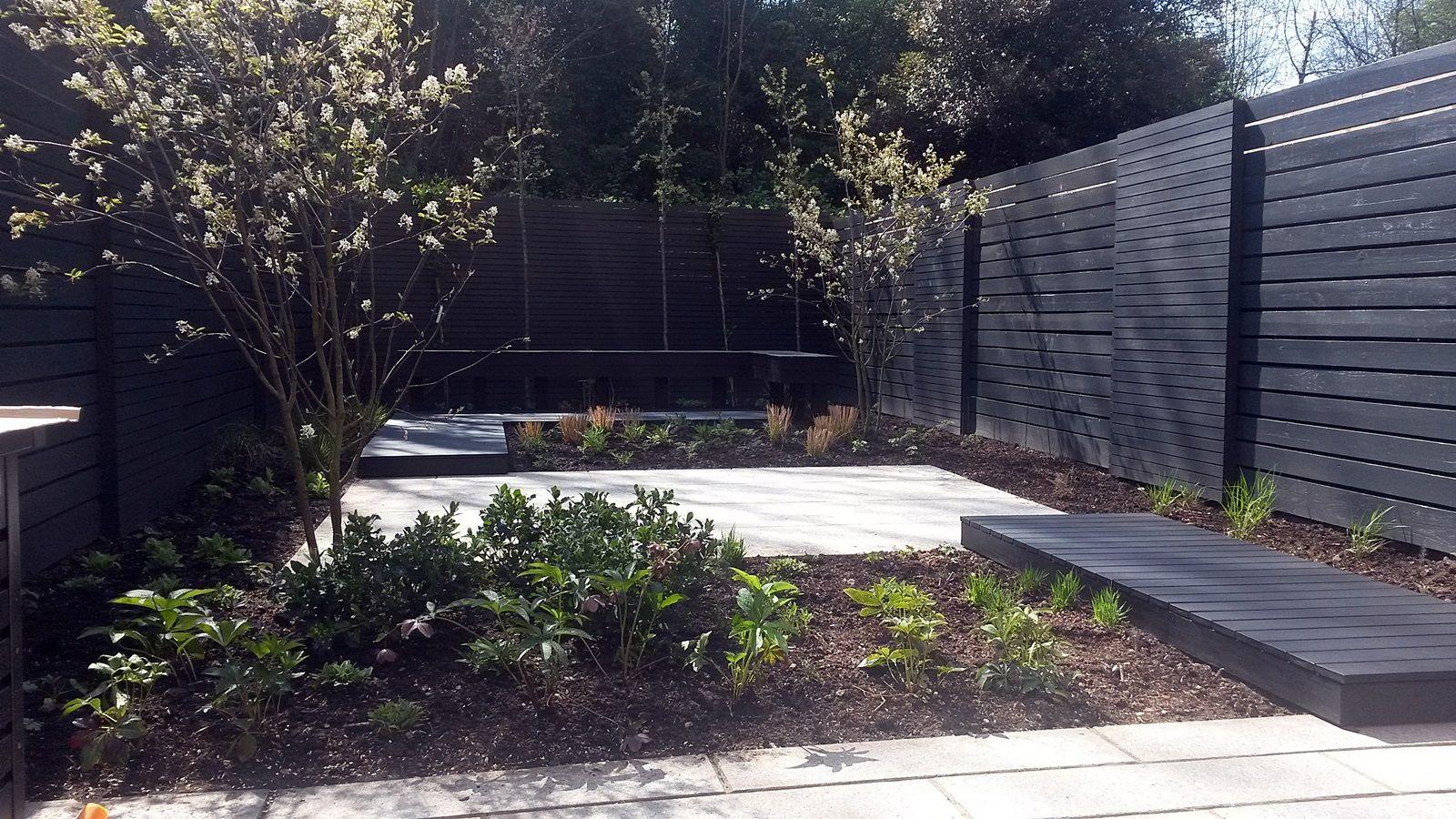 modern garden design london black and grey trend 2015 - Garden Design Trends 2015