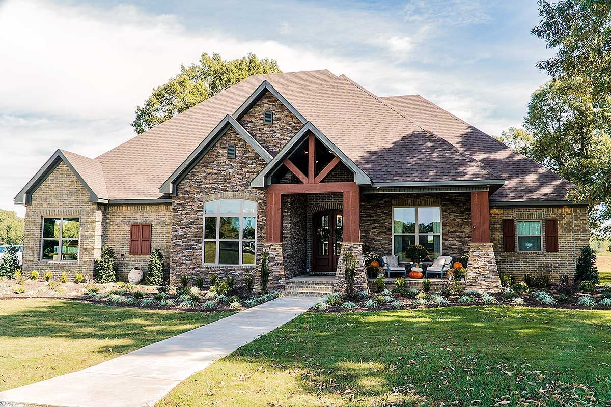 4 Bed Southern Craftsman with Side Load Garage