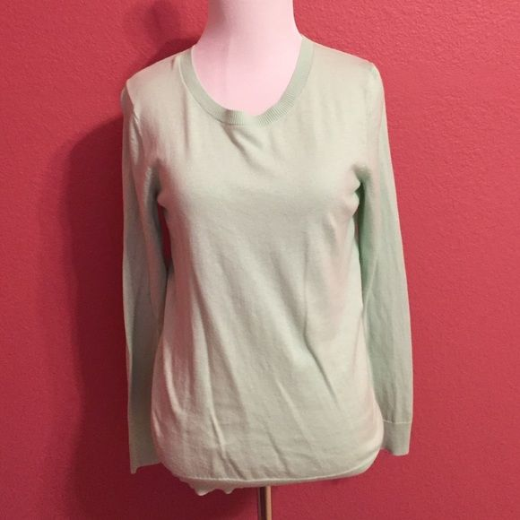 • Sea Foam Green Sweater • Crew neck sweater. Color closest to the second picture. The tag was cut out but fits like a xs/small. Let me know if you have questions! Mossimo Supply Co Sweaters