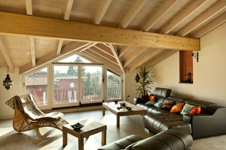 Divano Arancione E Marrone : Grande vetrata e divano in pelle marrone scuro con cuscini