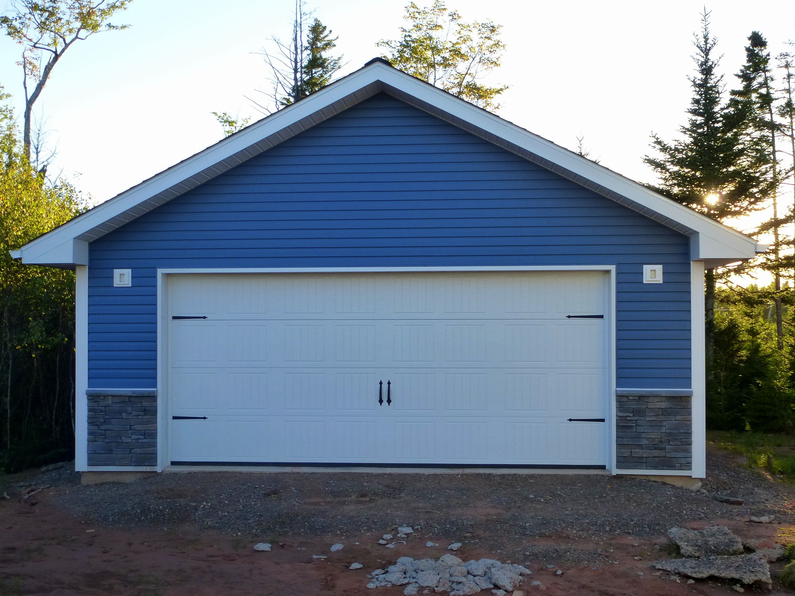 New garage construction using kaycan vinyl siding for New garage