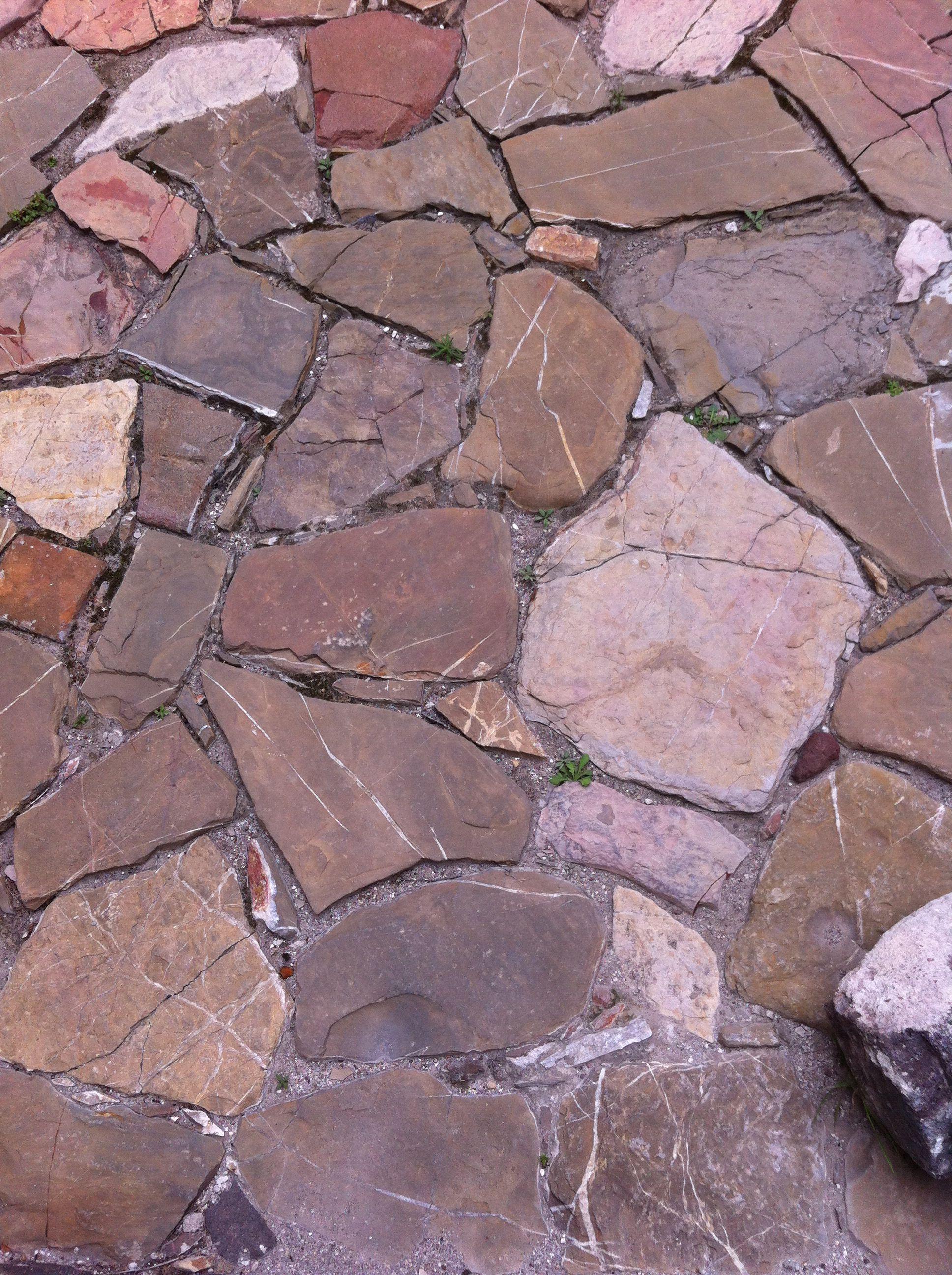 Piso de laja irregular exteriores pinterest laja for Piedras para patios exteriores