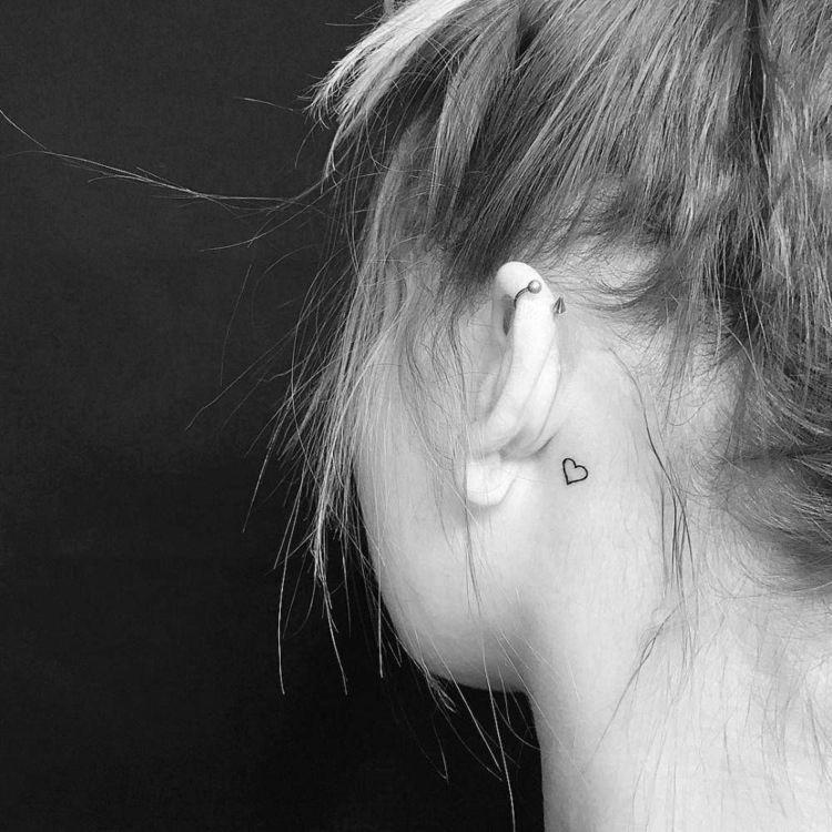kleine tattoo motive herz minimalistisch hinterm ohr #