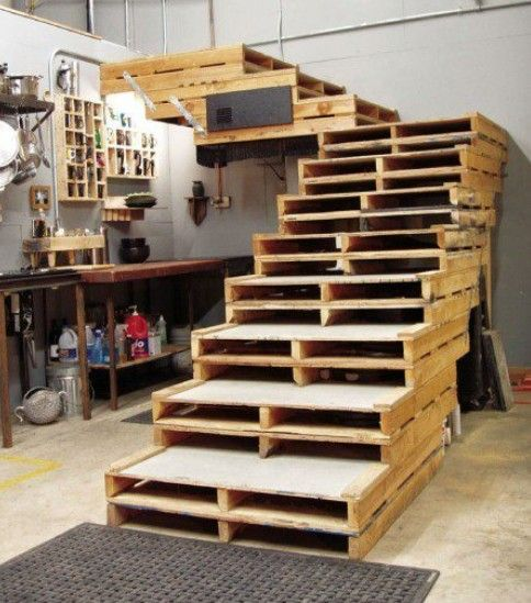 Scala con riciclo pallet come costruire da soli scala nel garage fai da te pallets - Costruire casa da soli ...