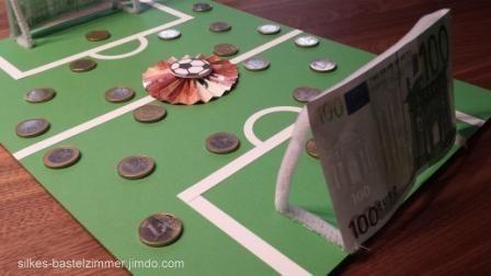 Geldgeschenk Fur Einen Fussballfan Basteln Gifts Money Und Birthdays