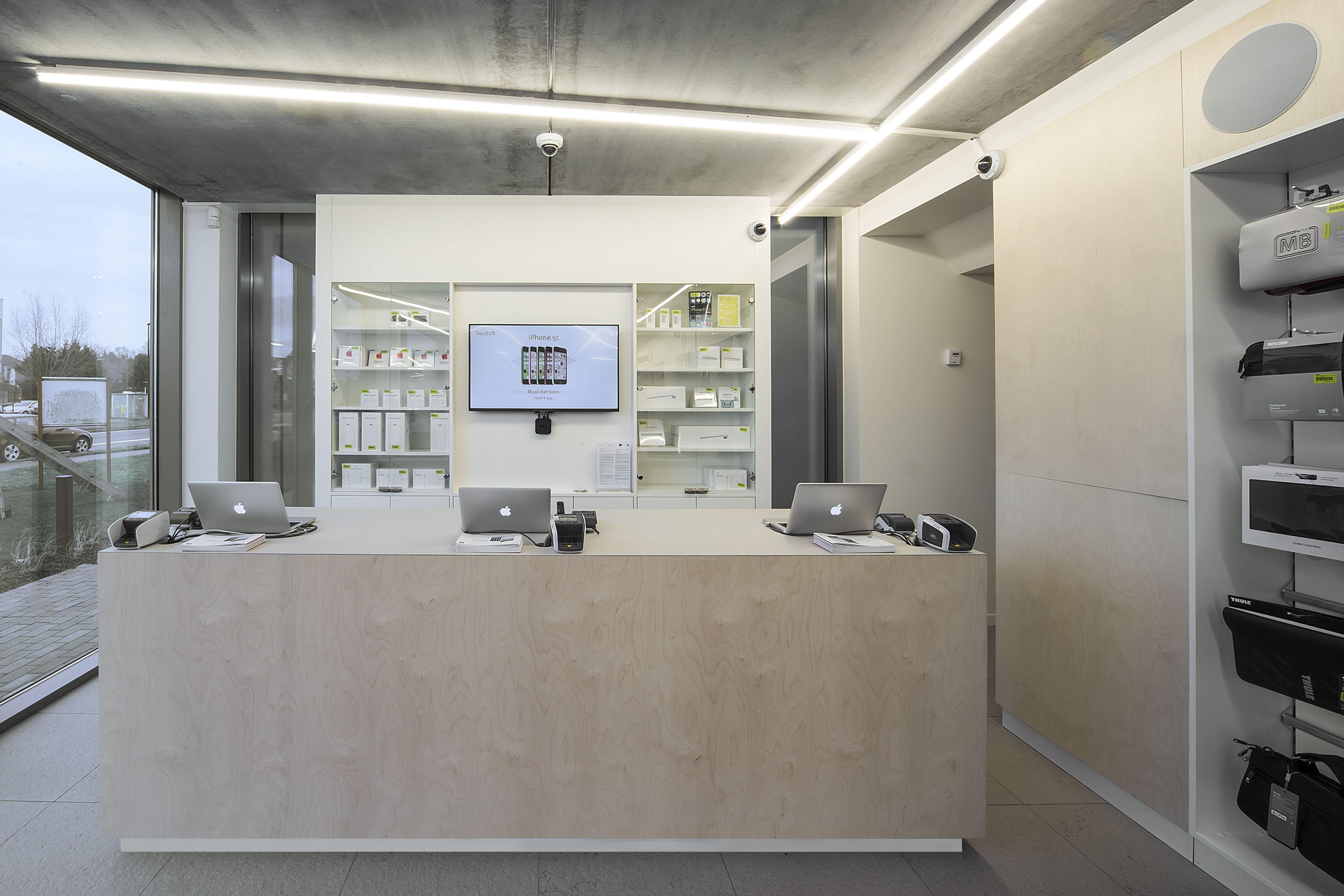 SWITCH Apple store StMartensLatem DARK CANDYBAR's white