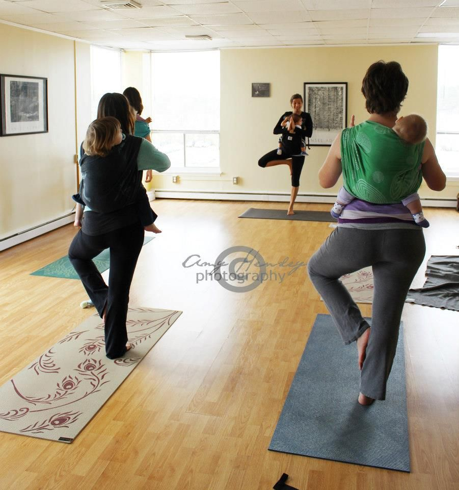 Babywearing Yoga #fitfluential via @Ergobaby Carriers