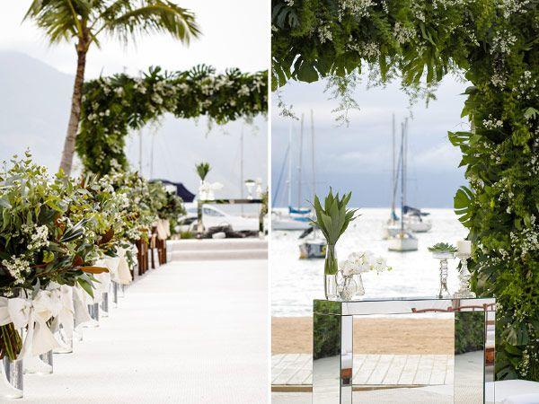Decoração cerimonial casamento na praia (Foto: Studio Job)