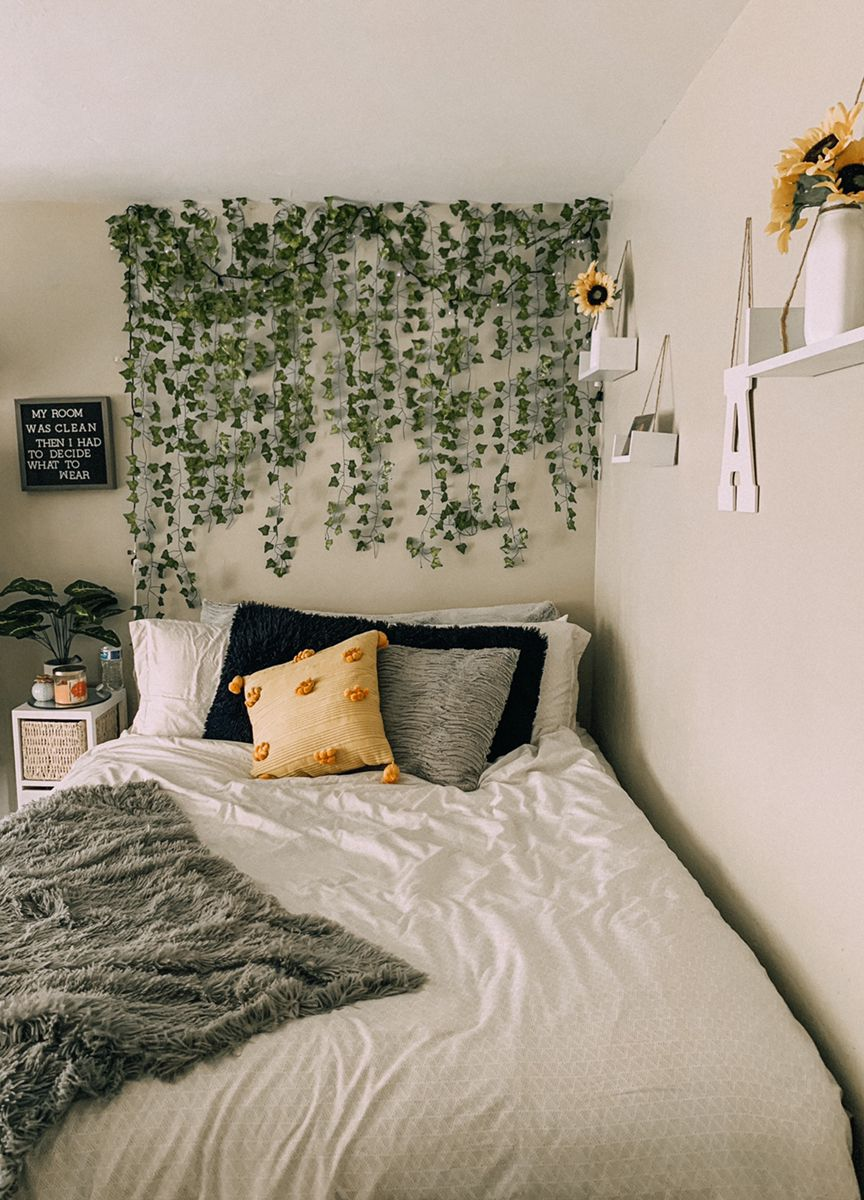 Ivy wall - bedroom decor in 15  College apartment decor