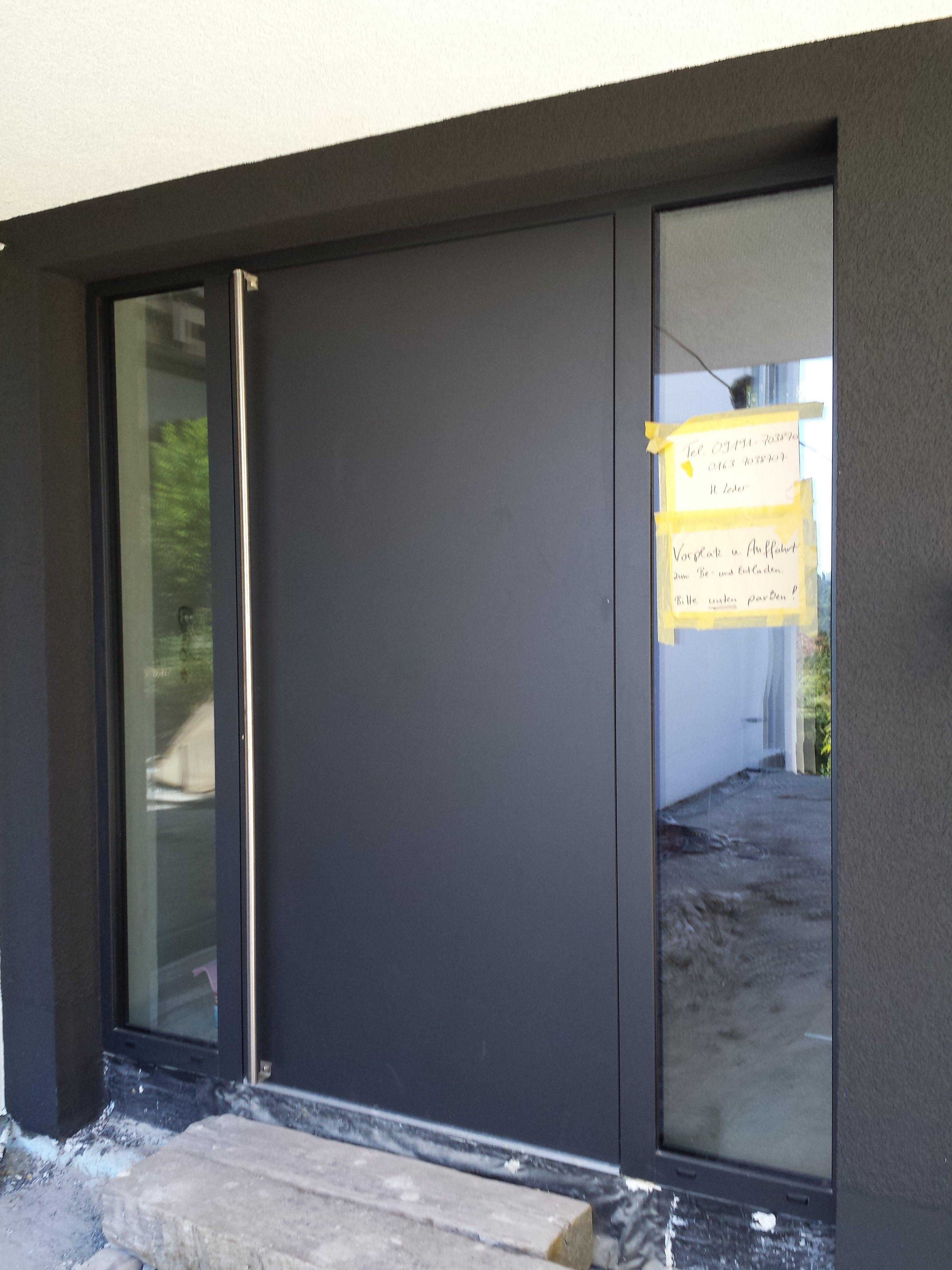 Haustür modern anthrazit  Monolith in Anthrazit - Düsseldorf: CUBE Magazin | Sammlung ...