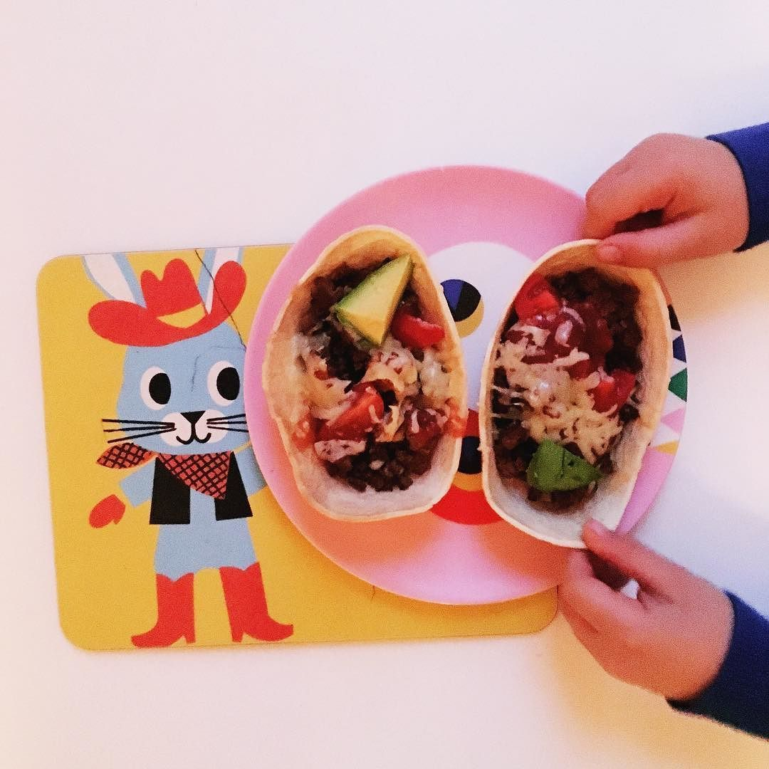 Tip - how dyu get your kids to eat things they wouldn't usually? Put it in something that looks like a boat!easy to fill fun to eat  #minimexican #ad @oldelpasouk