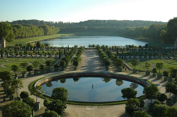 Pièce d'eau des Suisses, el estanque de regatas de pega del rey de #Francia en la parte sur del Palacio de #Versalles. http://www.guias.travel/blog/piece-deau-des-suisses-el-estanque-de-regatas-de-pega-del-rey-de-francia/