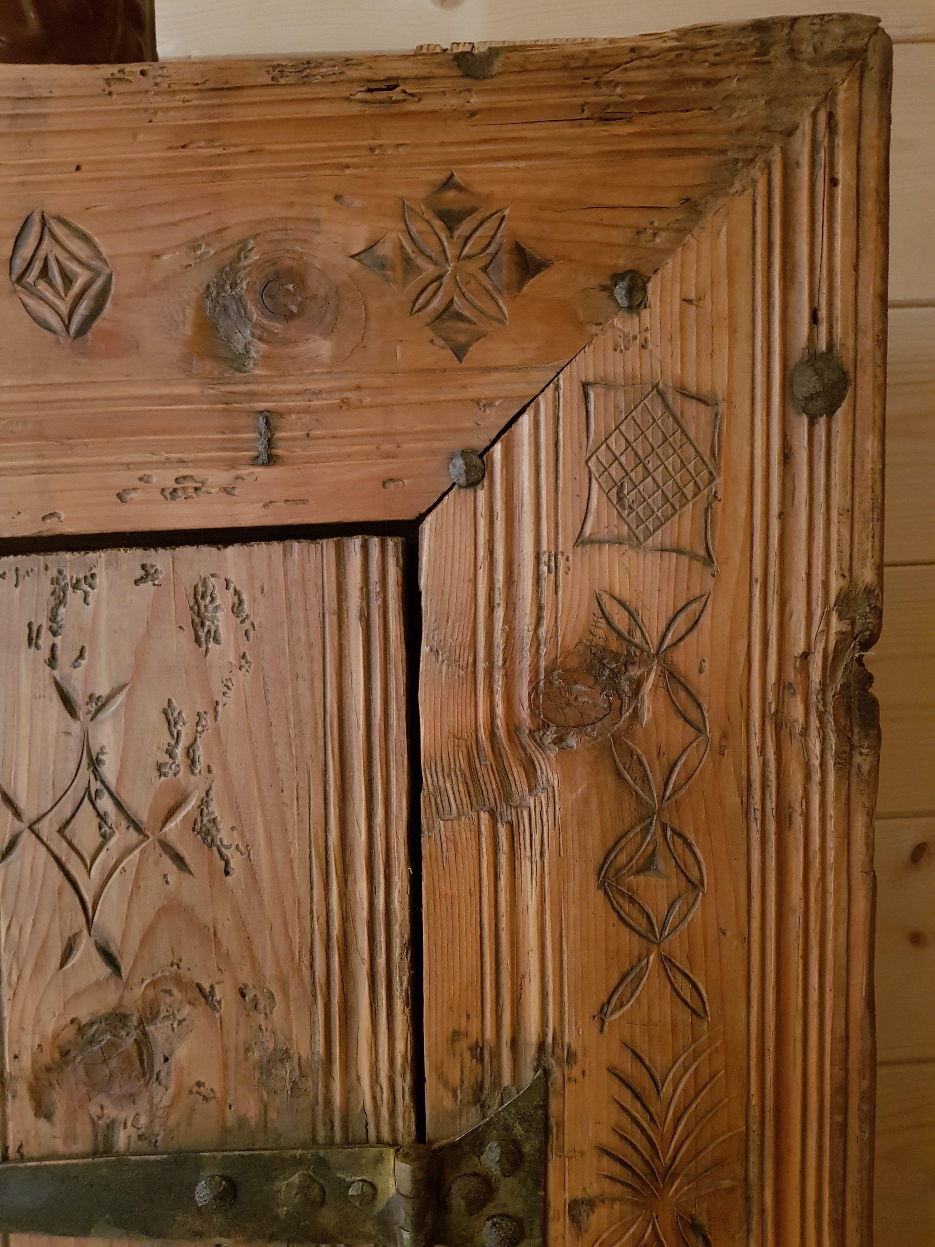 Armoire Ancienne De Bergerie Meuble Megeve Art Populaire Sculpte Date Art Populaire Art Armoire Ancienne