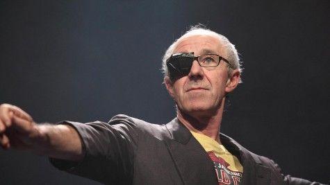 Raymond van het Groenewoud - Memoires van een balmuzikant - donderdag 19 maart 2015 te zien in Theater aan de Parade! http://www.theateraandeparade.nl/voorstelling/4551/raymond_van_het_groenewoud/memoires_van_een_balmuzikant/
