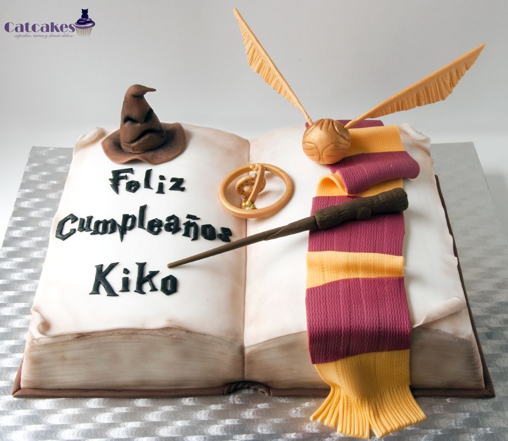 Catcakes - Cupcakes, tartas y demás dulces: Tutorial de tarta con forma de libro