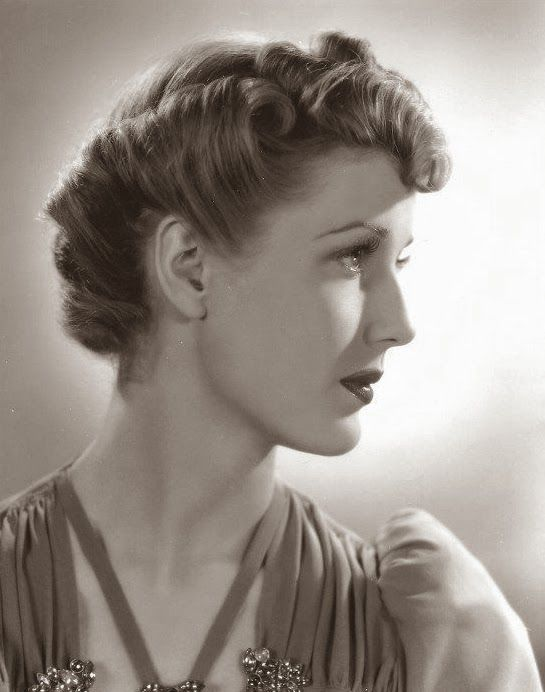 Anita Louise With A Stunning 40s Glamorous Hairstyle 1940s Hair