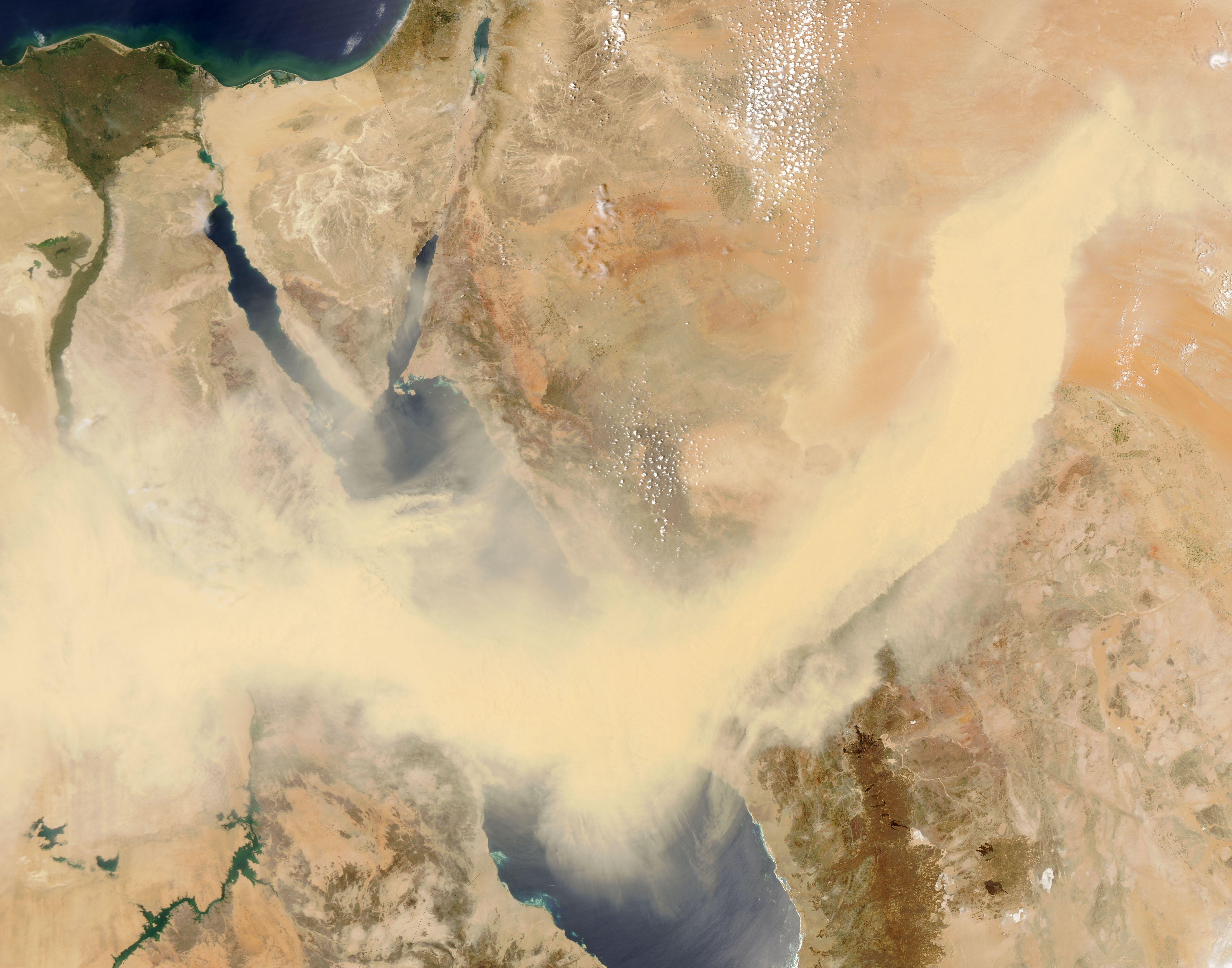 http://upload.wikimedia.org/wikipedia/commons/9/99/Redsea_sandstorm_May13-2005.jpg