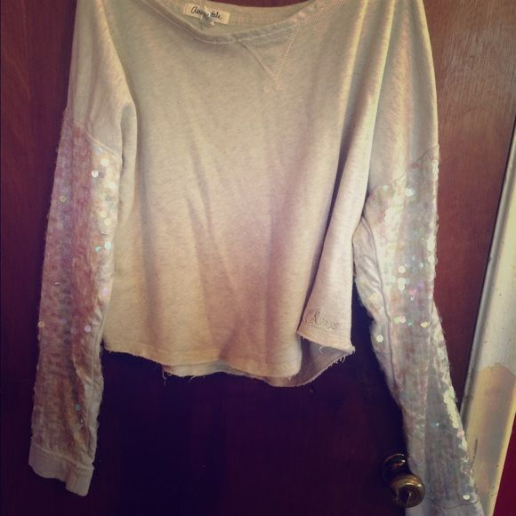 Aeropostale sweater Sweat barely used! Great for summer but also great to layer in winter! No tears or stains Aeropostale Sweaters Crew & Scoop Necks