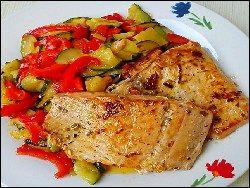 Wildlachsfilet mit Zucchini-Paprika-Ingwer Gemüse