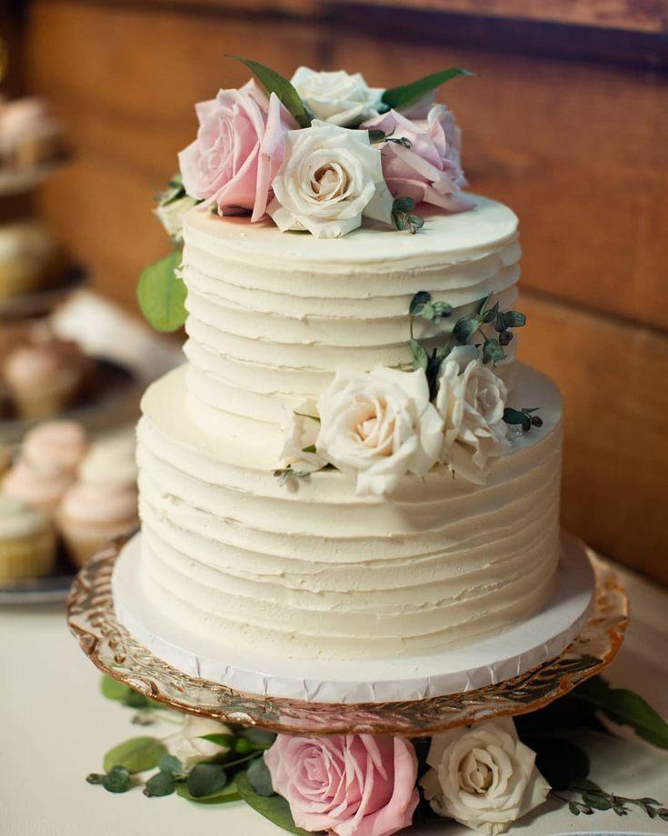 Beautiful small two tiered textured buttercream wedding cake with custom dessert...   - Torten -