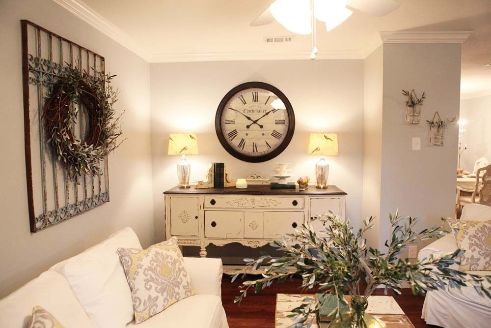 fixer upper hgtv on pinterest fixer upper joanna gaines and magnolias. Black Bedroom Furniture Sets. Home Design Ideas