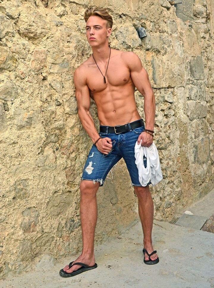 Pin de NRRR en Sandals | Shirtless men, Hot boys y ...