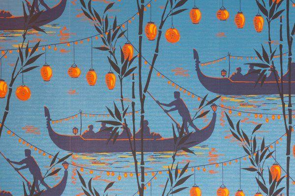 Si ce n'était pour les lampions rouges traditionnels chinois et les bambous, on pourrait se croire à Venise avec ses gondoles.