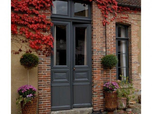 Double porte style d 39 antan id es pour la maison for Deco facade entree maison