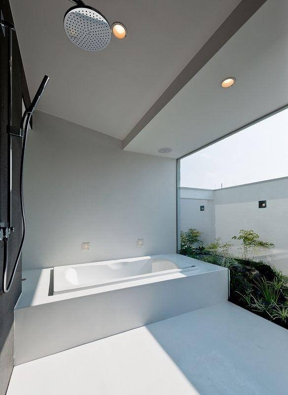 犬と都心で暮らす家 浴室 モダンなバスルームデザイン 家