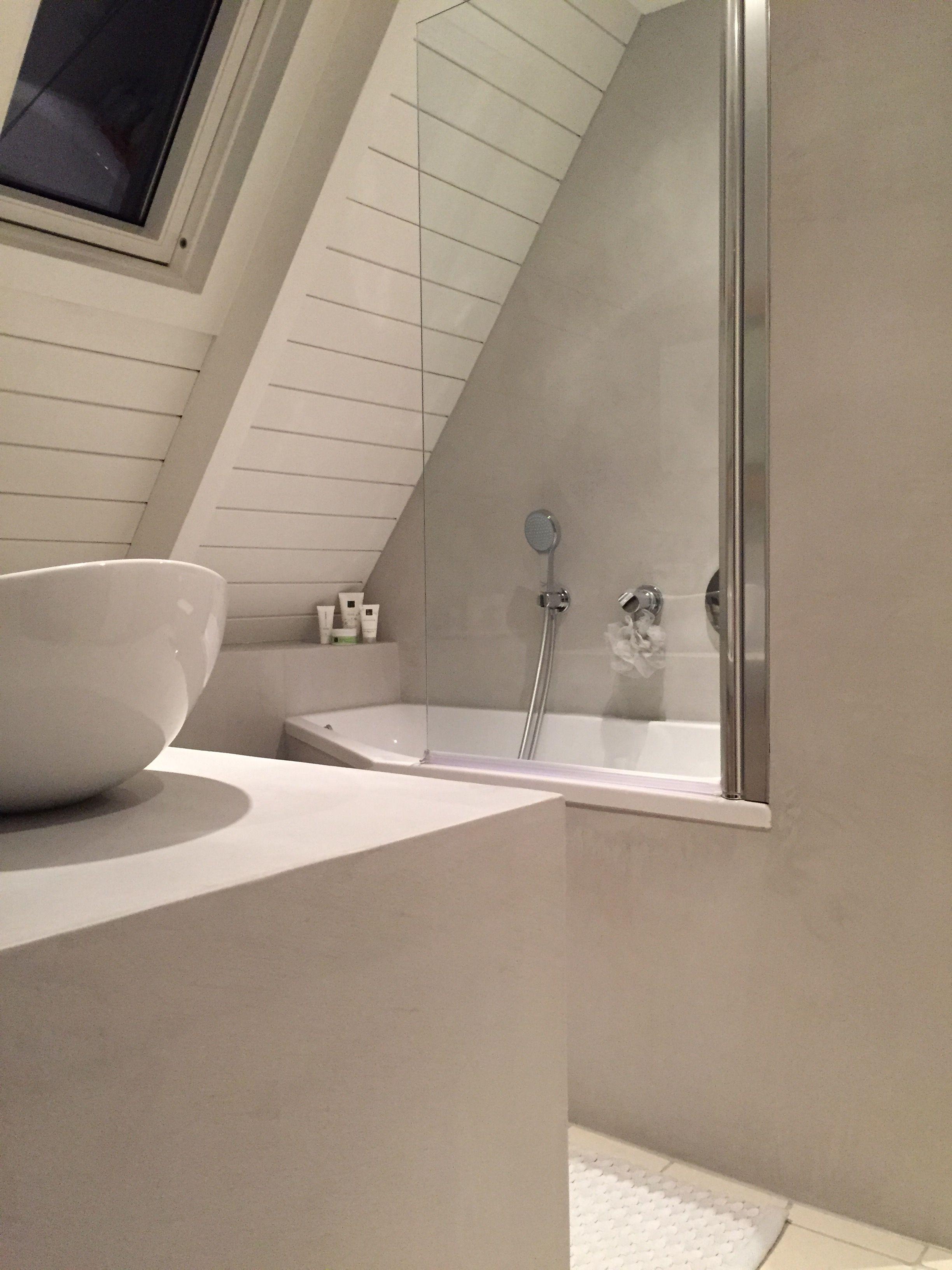 Badkamer beton cire kleur licht grijs [JB] | Project badkamer beton ...