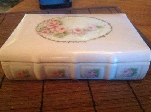 Cimino-old victorian style trinket box / porcelain with golden pages/ rose theme (11/21/2014)