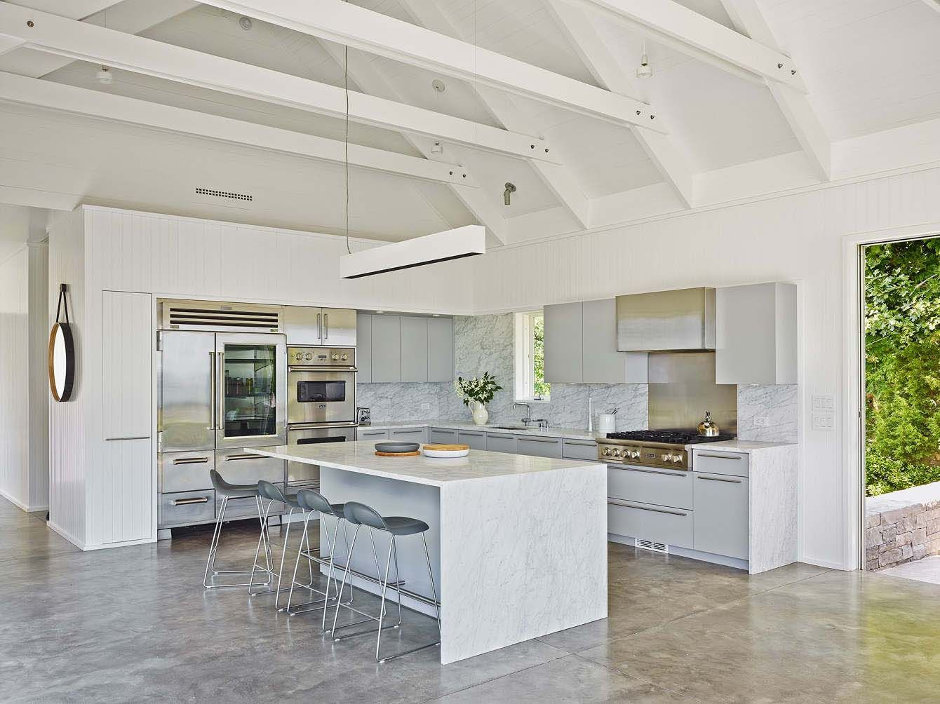 Beautiful seaside dwelling in Amagansett flooded by natural light ...