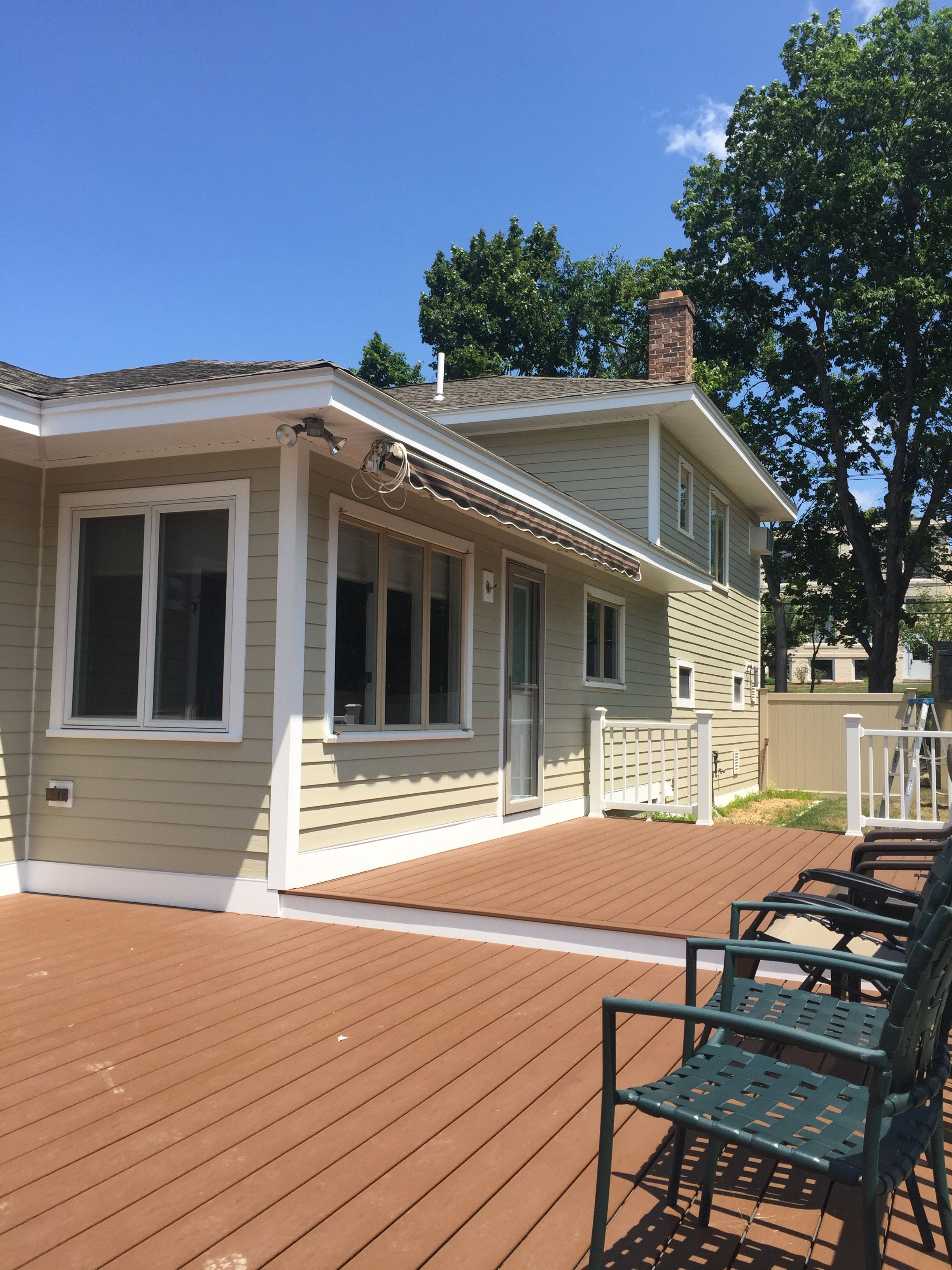 Pbs Installed James Hardie Fiber Cement Siding Hardie Plank With Hardie House Wrap Around The Entire Dwelling And Tape Hardie Plank House Exterior House Siding