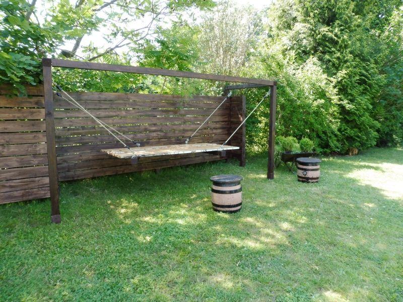Im Zaun integriertes Himmelbett