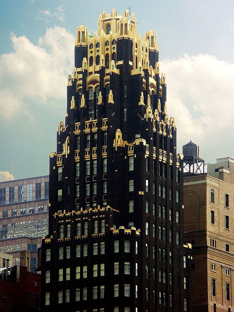 The wonderful gothic art deco american radiator building for Deco new york