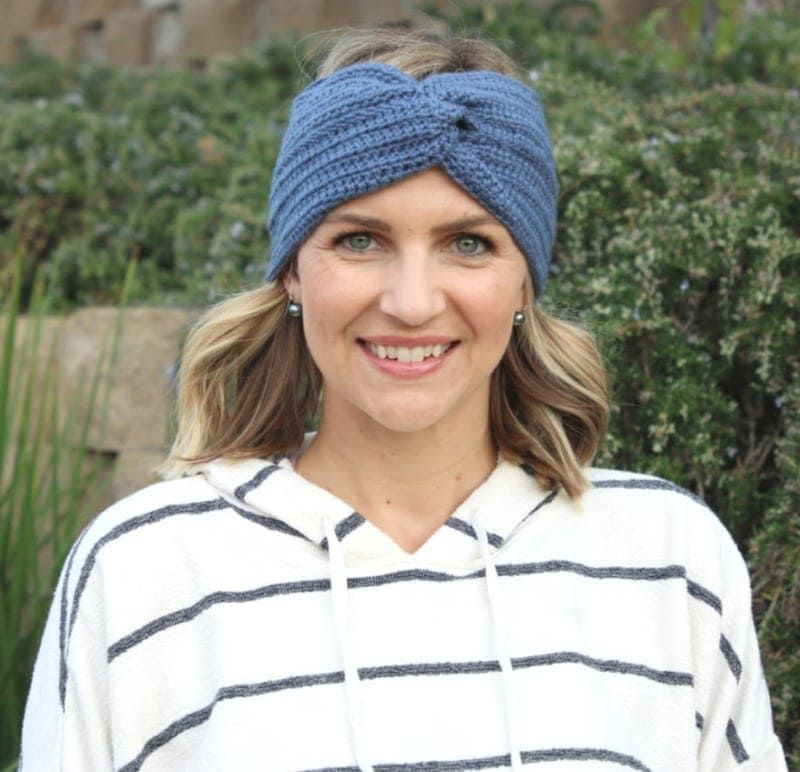 Simple Crochet Headband with a Twist Tutorial #crochetedheadbands