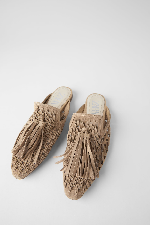 Skorzane Klapki Typu Mules Na Plaskiej Podeszwie Z Plecionki Z Chwostami Zara Polska Poland Leather Mules Mules Flat Shoes Women
