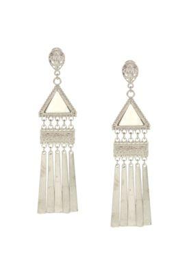 Brinco DAFITI ACCESSORIES 70'S Folk Triângulo Franjas prata, confeccionado em metal com detalhe em acrílico perolado e pendentes estilizados. Mede 3cm de largura e 11cm de altura. Fecho por tarraxa.
