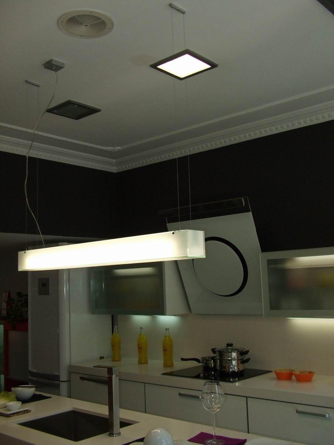 Proyecto iluminacion tienda muebles de cocina taralux for Proyecto muebles de cocina