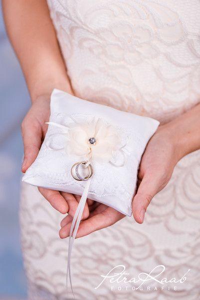Ringkissen - Ringkissen Schleife Spitze Hochzeit PRE 18 - ein Designerstück von Perle-Wismer bei DaWanda