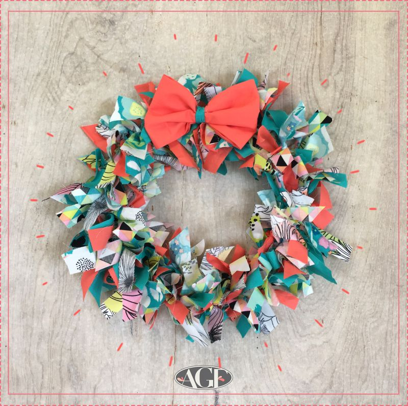 Photo of Scrappy holiday wreath no-sew tutorial.  #ArtGalleryFabrics #DIY #Tutorial #Holi…