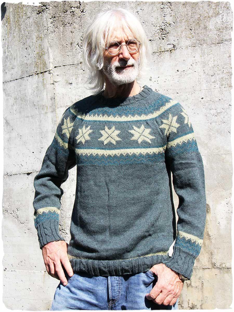 Splendidi accostamenti di colori nel disegno etnico che richama lo stile  dei maglioni norvegesi lavorati però