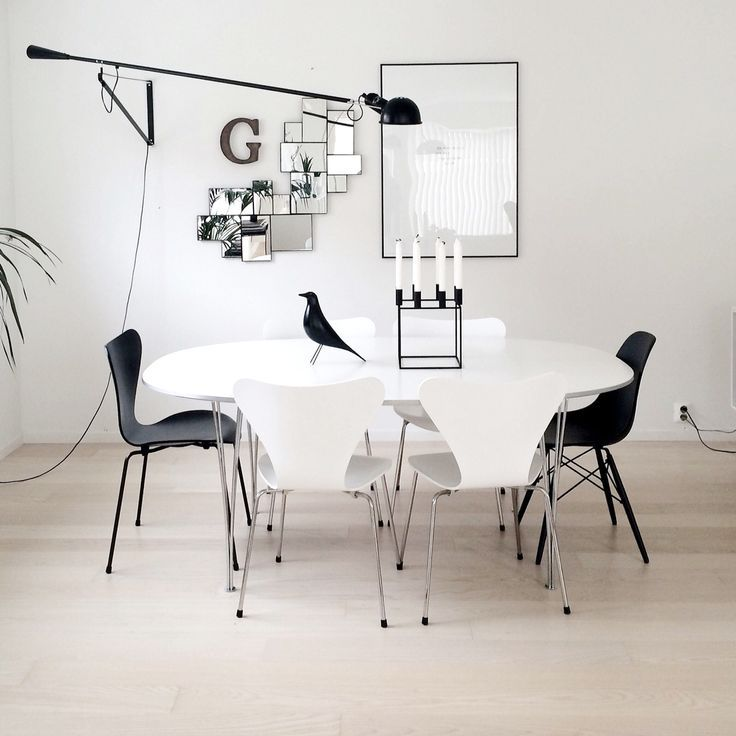 The 265 Wall Lamp By Paolo Rizzatto Fits Perfectly In This Modern Interior With A Black And White Color Scheme Ideias Para Interiores Arandelas Sala De Jantar