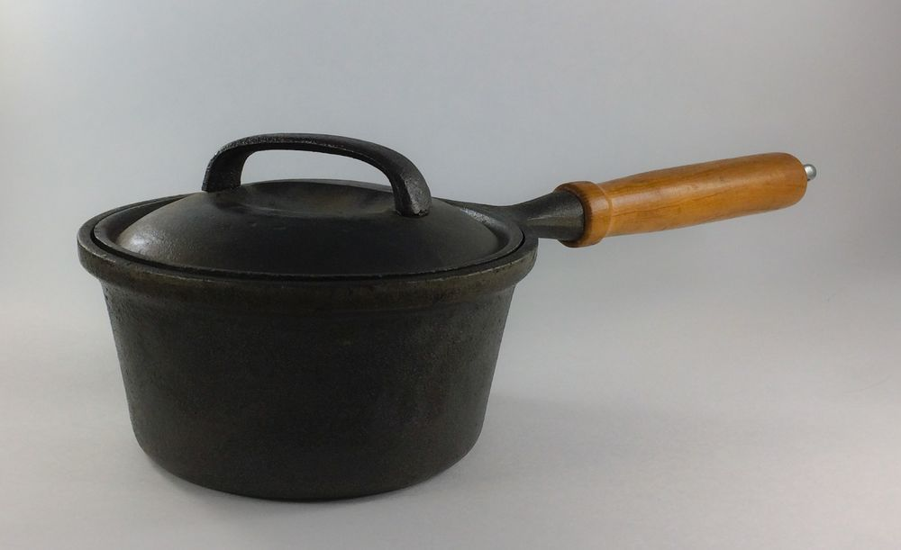 Wkm 1 Quart Cast Iron Sauce Pan With Lid And Wooden Handle Wooden Handles Saucepan It Cast