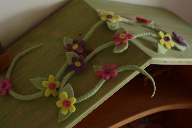 bare feet and a free spirit: The making of Skylas first birthday flower garland