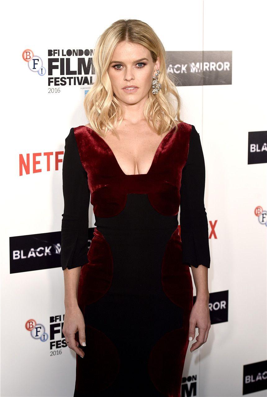 Alice Eve In Elegant Velvet Dress For Blackmirror Zhiboxs Com