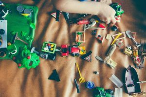 Clean up your kid's toys and clutter. 5 easy home organization tips.