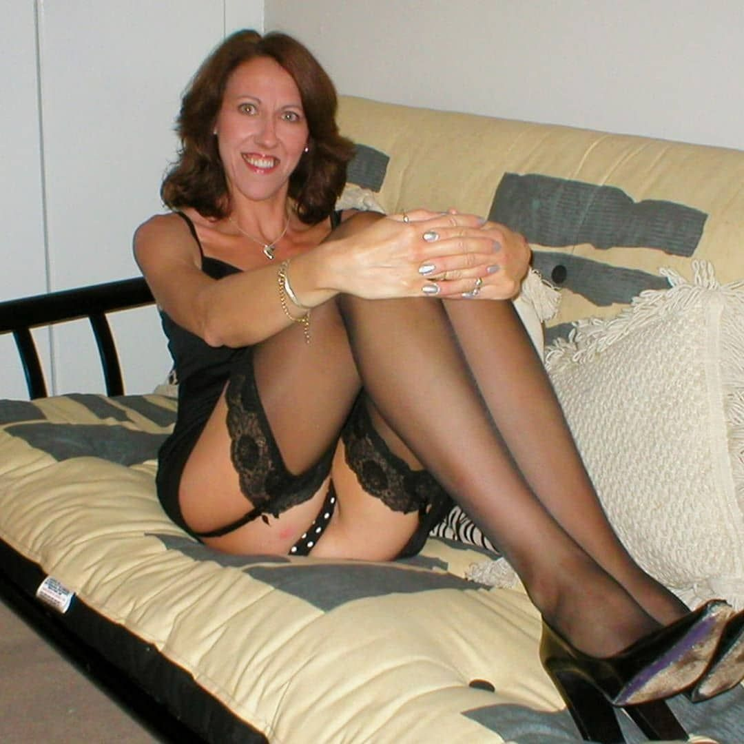 stockings-nylons-amateur-pictures